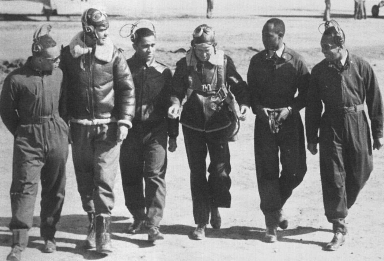 the tuskegee airmen Six decades after completing their world war ii mission and coming home to a country that discriminated against them because they were black, the tuskegee airmen are getting high honors from congress who were the tuskegee airmen the tuskegee airmen were dedicated, determined young men who enlisted.
